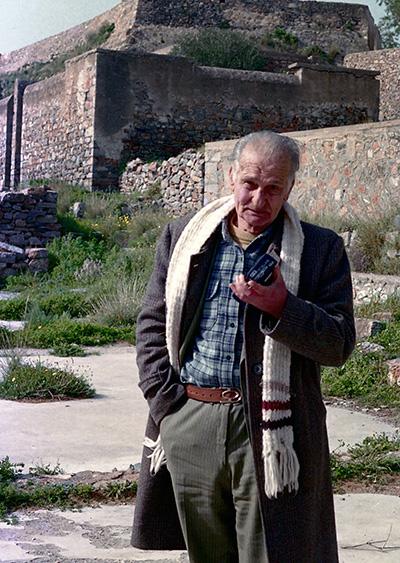 Νανώλης Μονάντερος, θεατρικά μπουλούκια Κρήτης, θέατρο